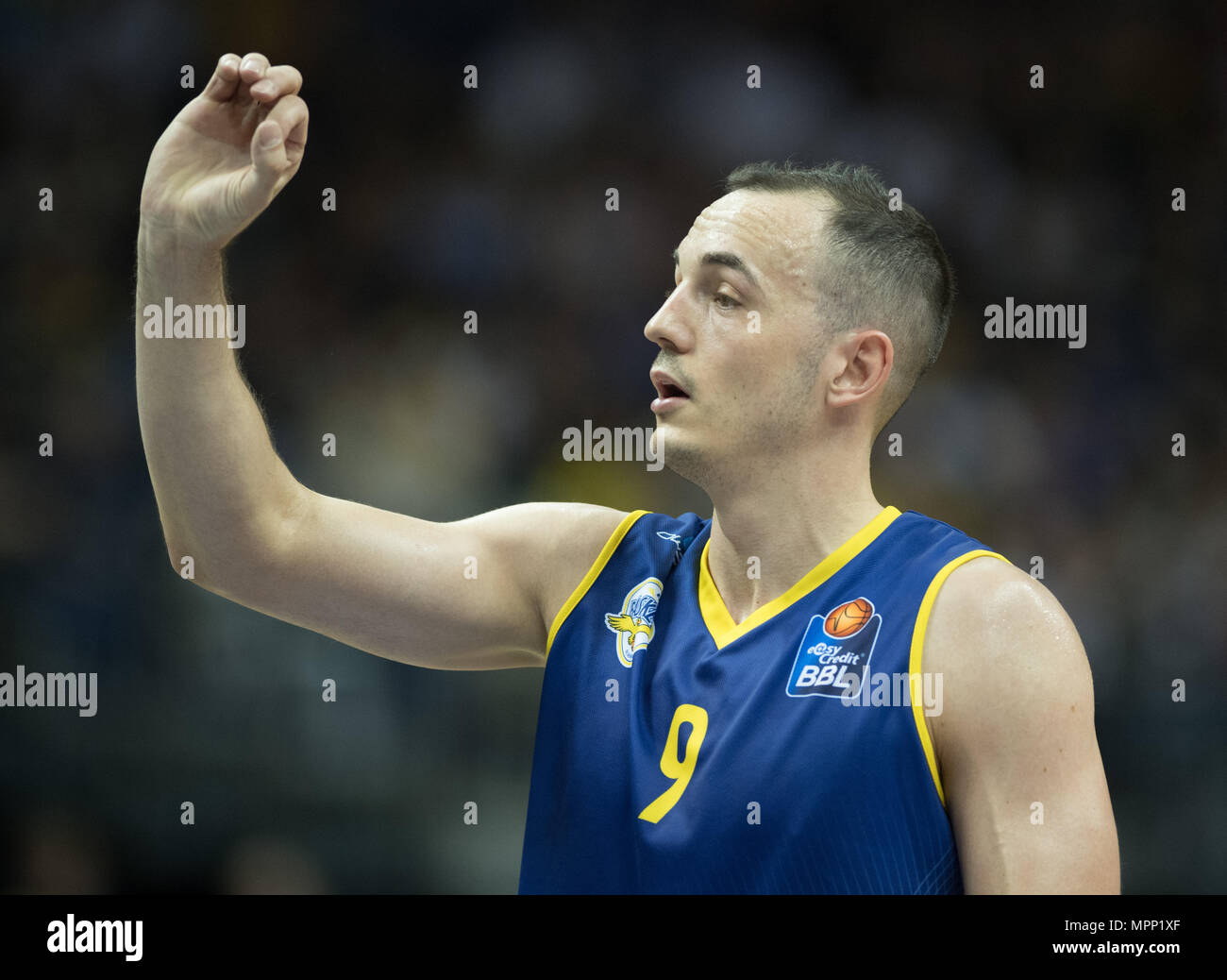 17 May 2018, Germany, Berlin: Bundesliga, quarter-final, ALBA Berlin vs. EWE Baskets Oldenburg in the Mercedes-Benz arena. Oldenburg's Karsten Tadda. Photo: Soeren Stache/dpa - Stock Image