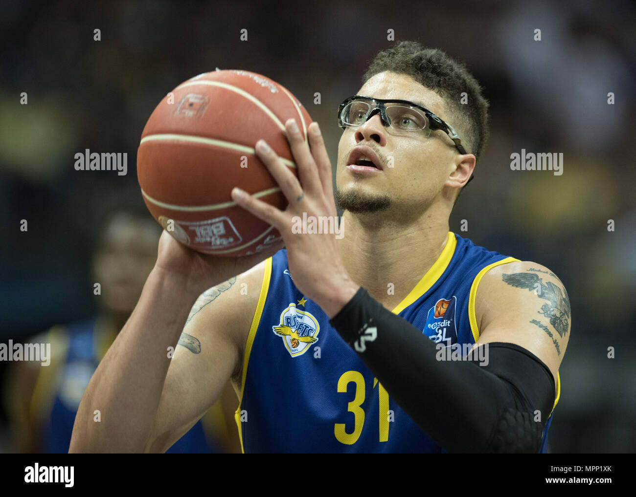 17 May 2018, Germany, Berlin: Bundesliga, quarter-final, ALBA Berlin vs. EWE Baskets Oldenburg in the Mercedes-Benz arena. Oldenburg's Isalah Philmore. Photo: Soeren Stache/dpa - Stock Image