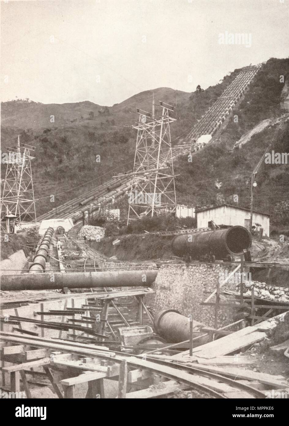 'The Pipes at Riberao das Lages: Rio Light and Power Works', 1914. Artist: Unknown. - Stock Image