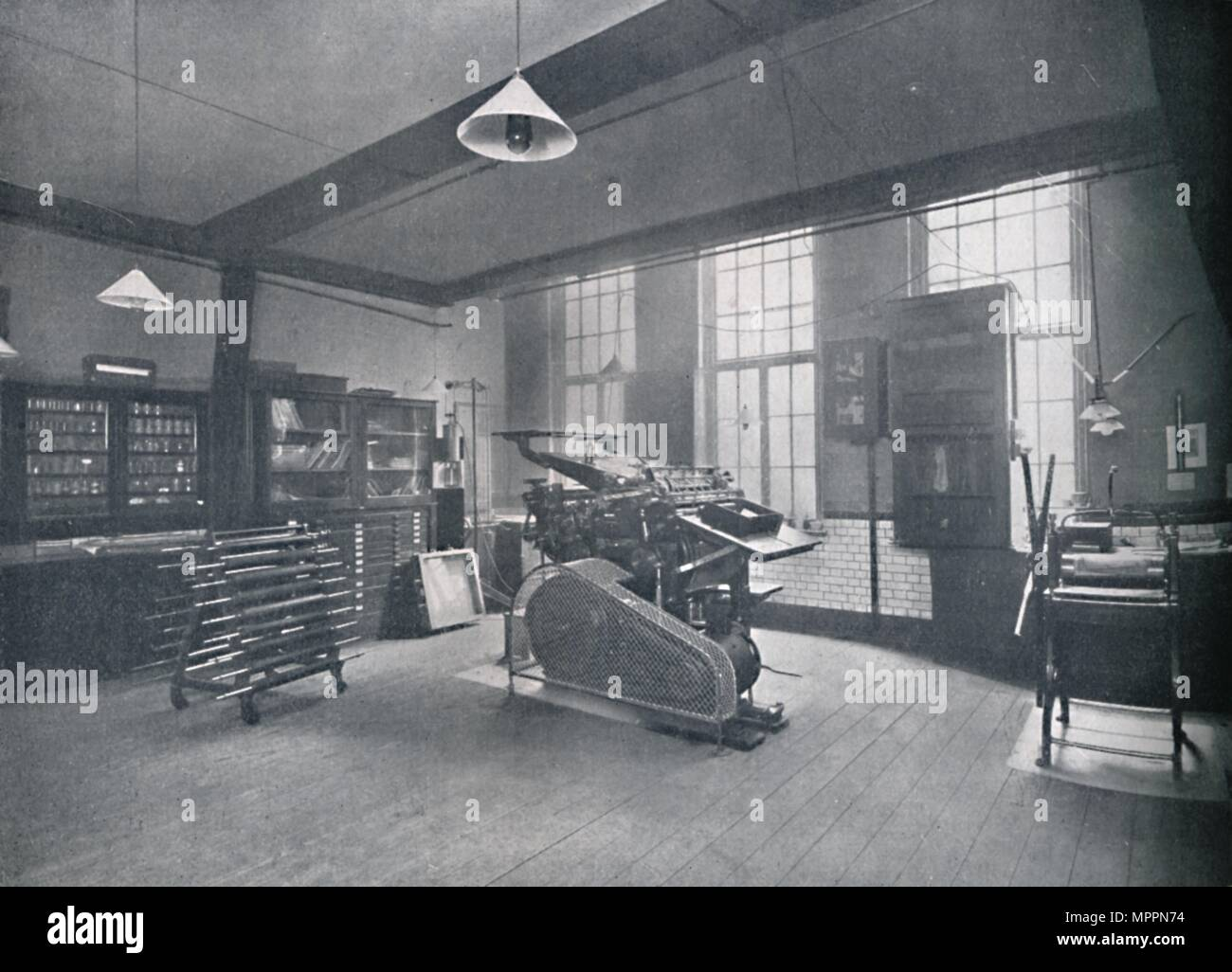 'St. Bride Foundation School. Offset Printing Room', 1917. Artist: Unknown. - Stock Image