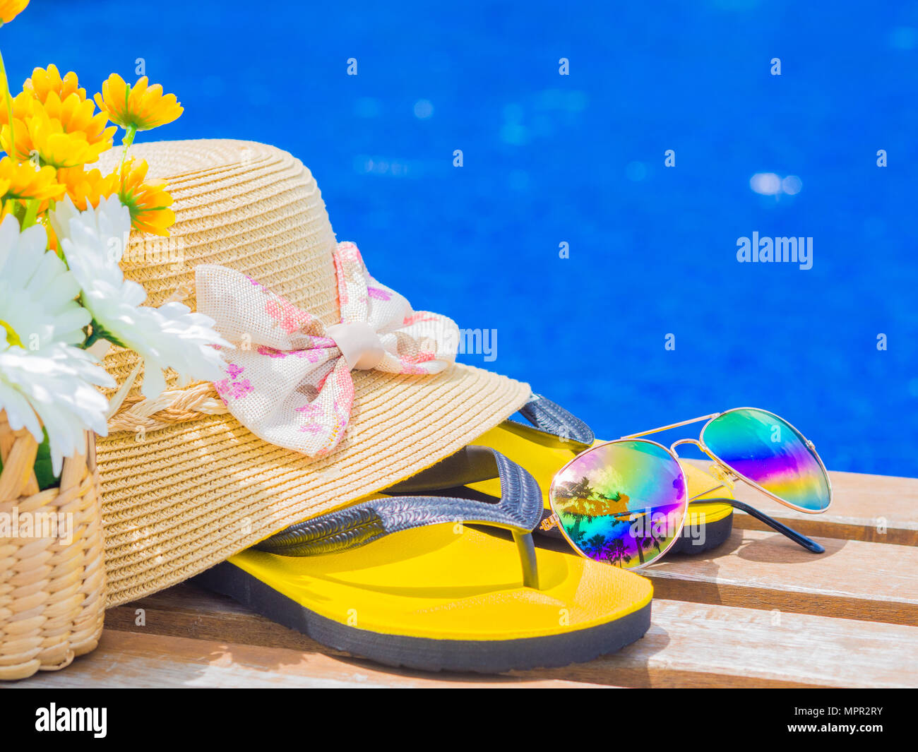 0d2000cac97e Sunglasses with summer hat
