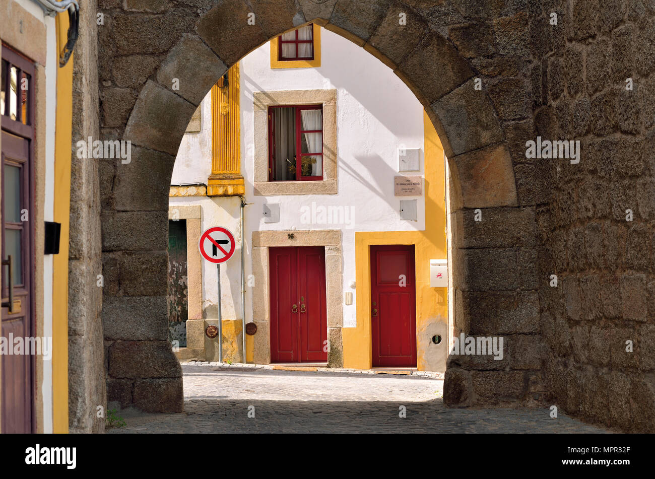 isthrough historic town gate to typical architecture of Alentejo town Nisa - Stock Image