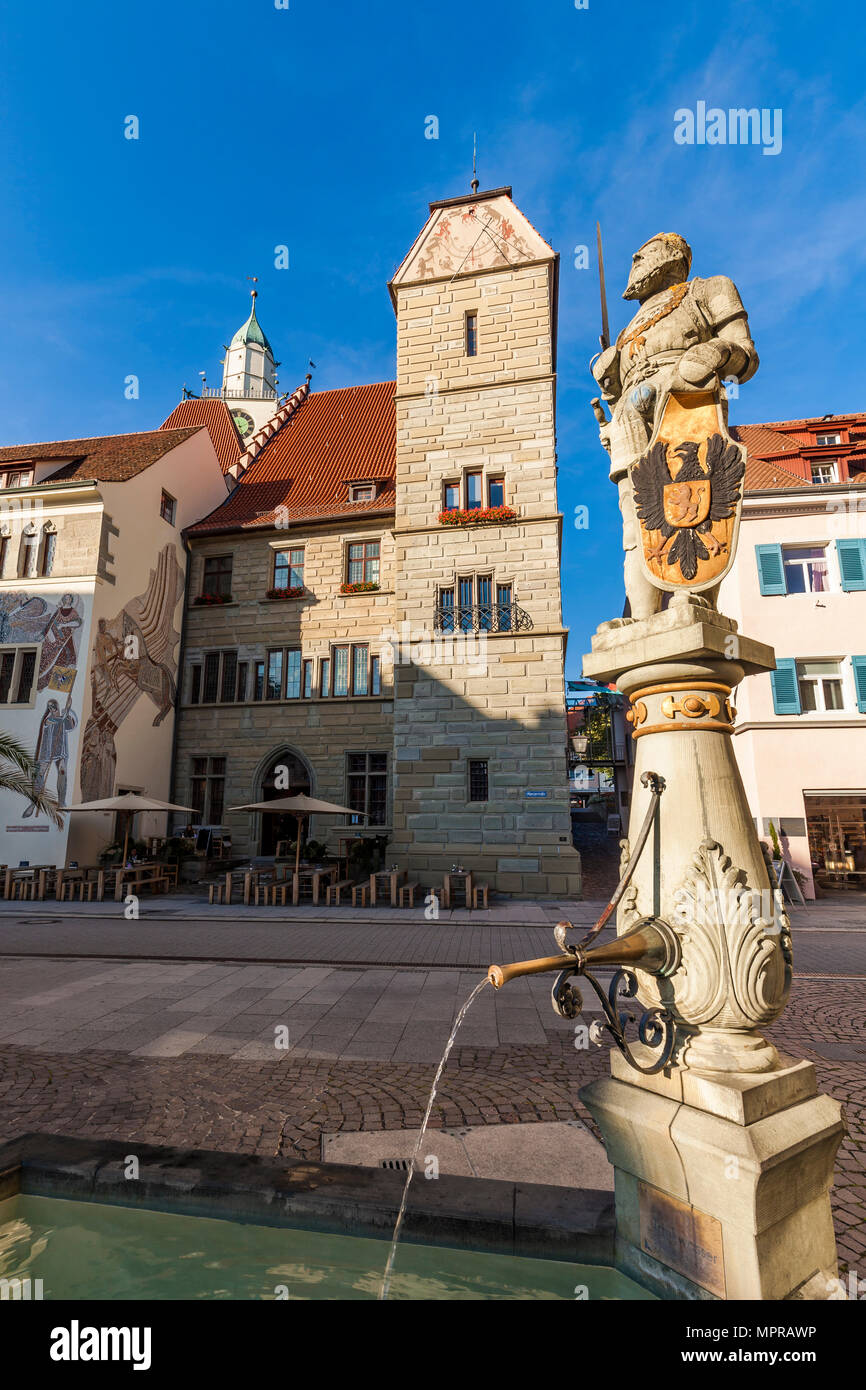 Germany, Baden-Wuerttemberg, Ueberlingen, Old town, Hofstatt, townhall, Cafe at townhall, Fountain with statue of Charles V - Stock Image