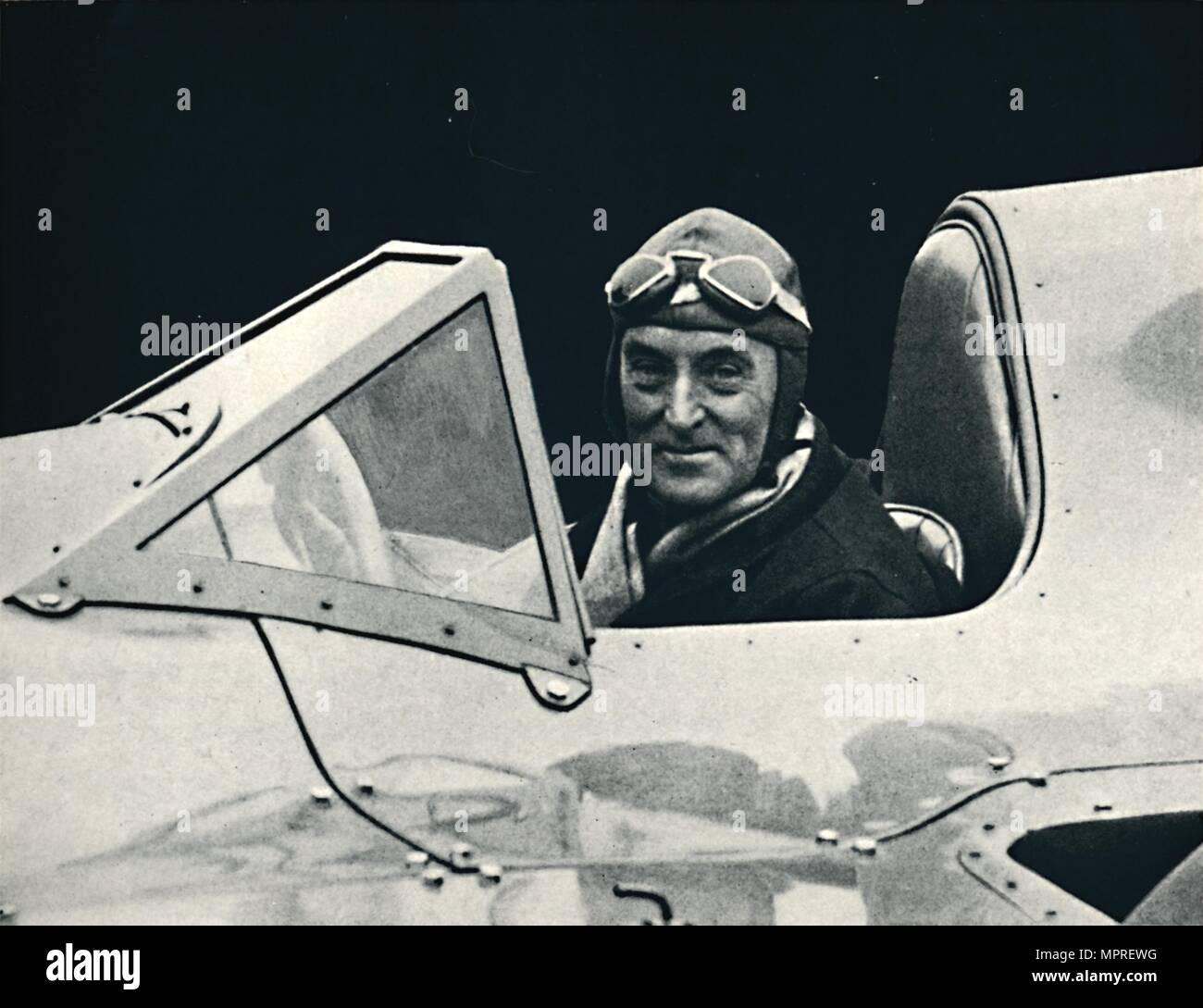 ''Sir Malcolm Campbell at the wheel of Bluebird', 1937. Artist: Unknown. - Stock Image