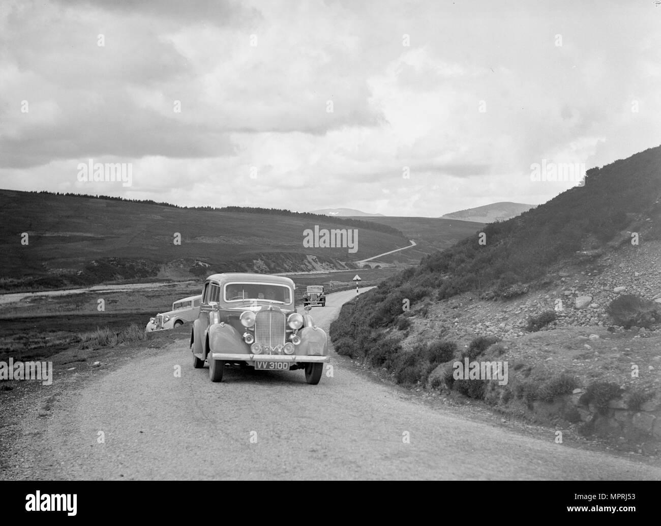 Vauxhall Big Six saloon of WT Grose, RSAC Scottish Rally, 1933. Artist: Bill Brunell. - Stock Image