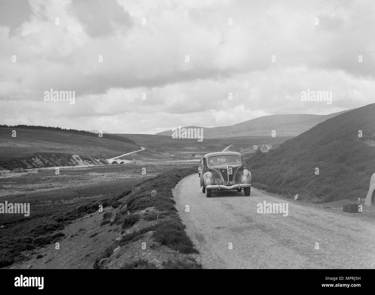Ford V8 saloon of Joan Chetwynd, RSAC Scottish Rally, 1933. Artist: Bill Brunell. - Stock Image