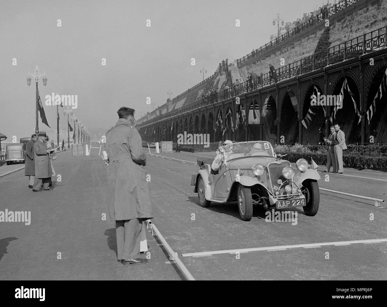 Singer Nine sports of CE Cole at the RAC Rally, Madeira Drive, Brighton, 1939. Artist: Bill Brunell. - Stock Image
