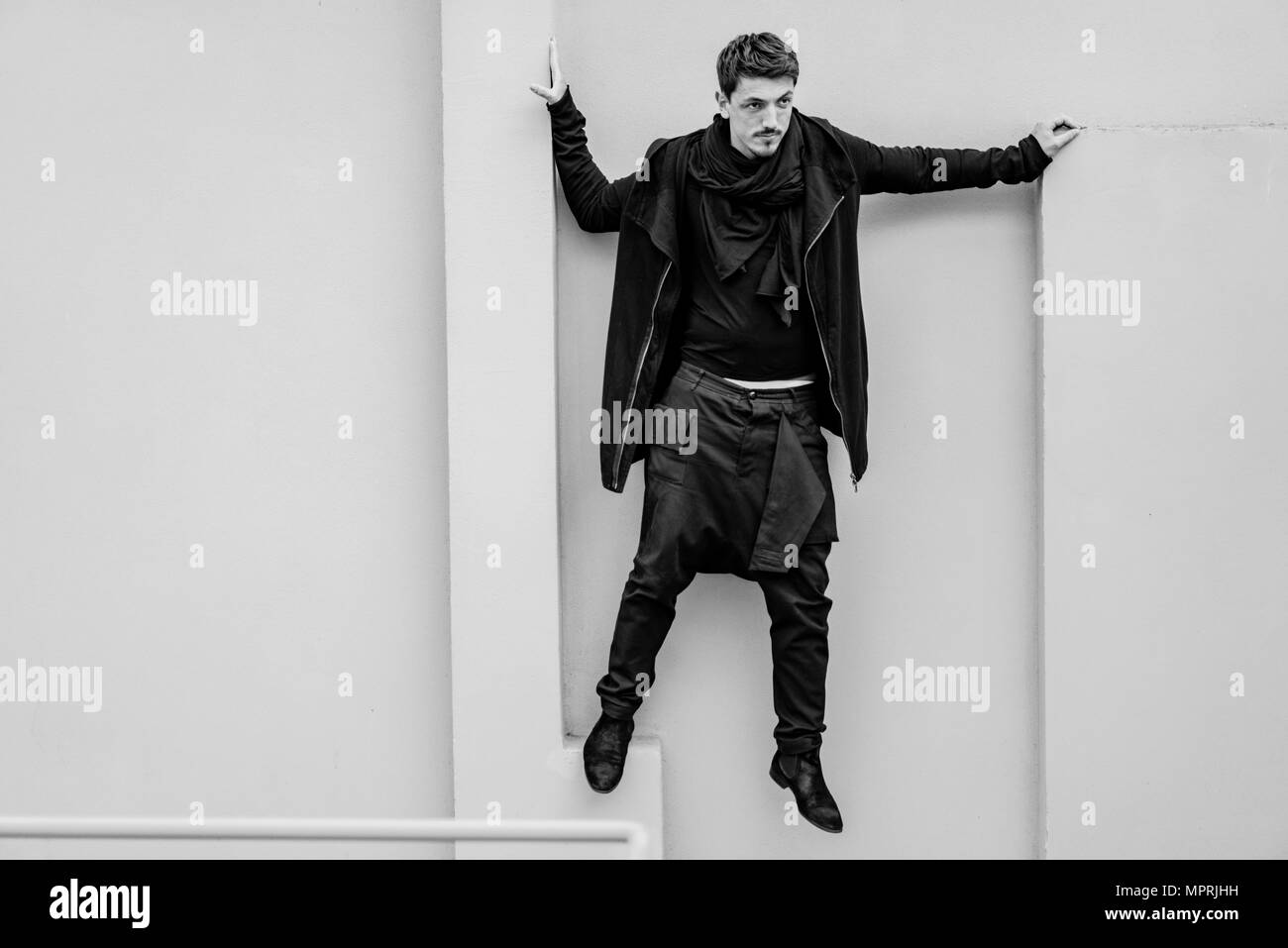 Fashionable man dressed in black - Stock Image