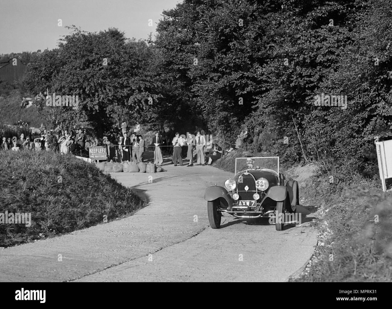 Bugatti Type 43 of GM Crozier competing in the VSCC Croydon Speed Trials, 1937. Artist: Bill Brunell. - Stock Image