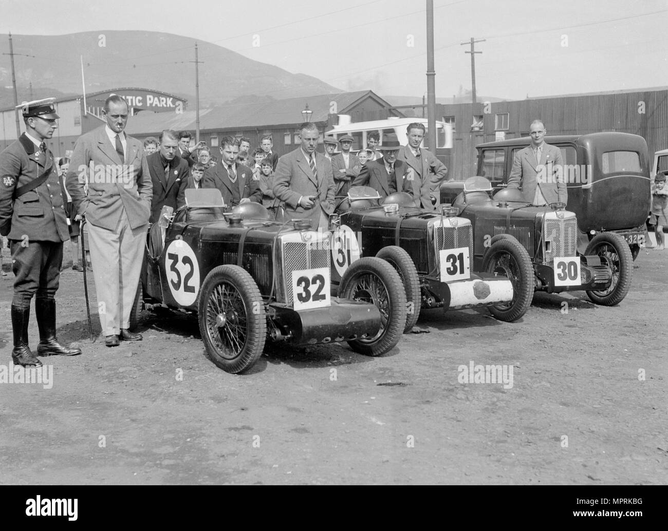 Three MG C type Midgets at the RAC TT Race, Ards Circuit, Belfast, 1932. Artist: Bill Brunell. - Stock Image