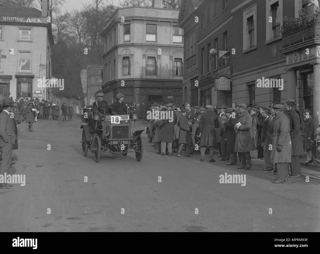 1898 Daimler 6hp of DM Copley taking part in the London-Brighton Run, Reigate, Surrey, 1928. Artist: Bill Brunell. - Stock Image