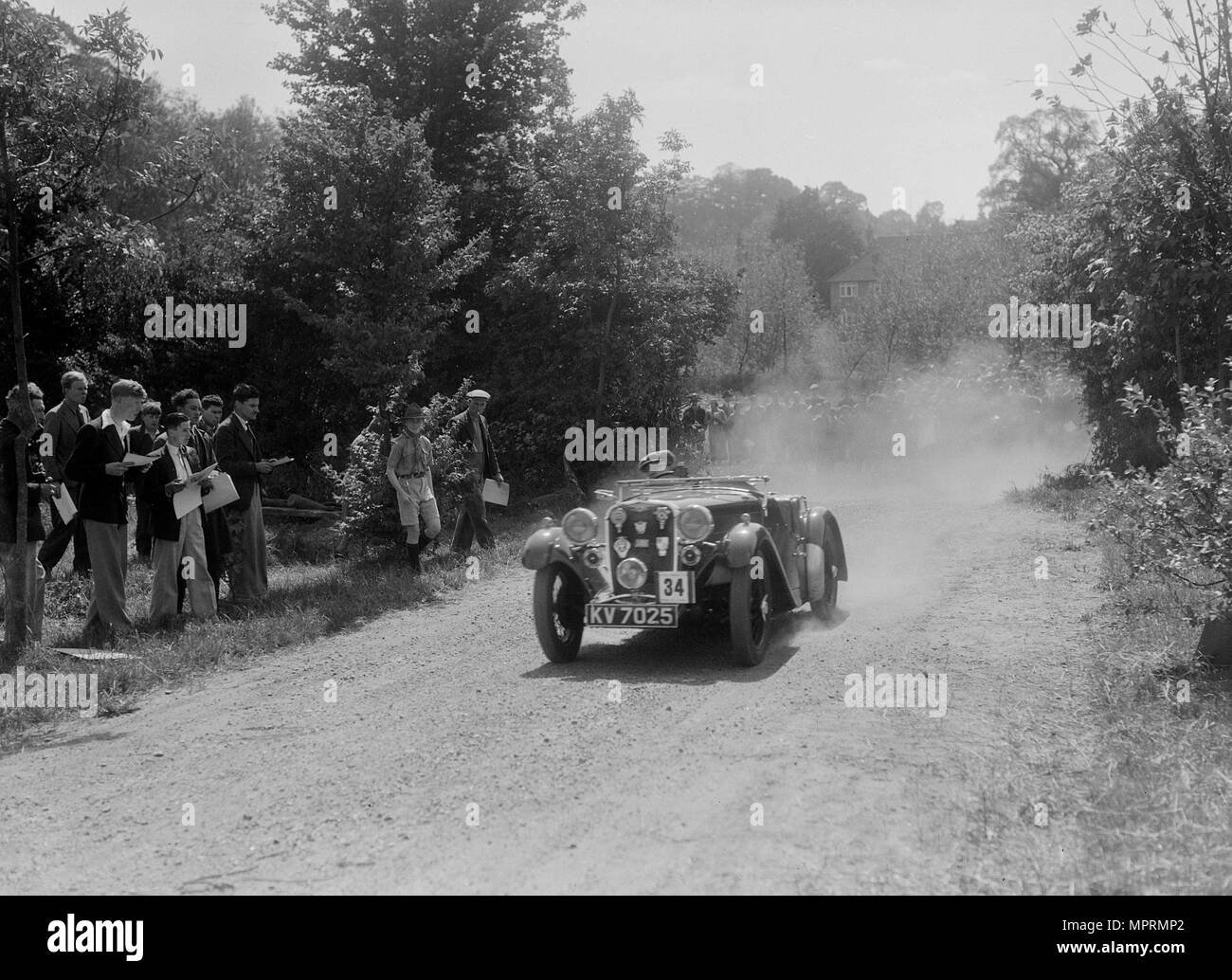 Singer Le Mans competing in the BOC Hill Climb, Chalfont St Peter, Buckinghamshire, 1932. Artist: Bill Brunell. - Stock Image