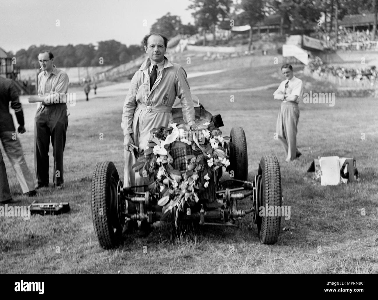 Raymond Mays with his ERA at Brooklands, Surrey, 1936. Artist: Bill Brunell. - Stock Image