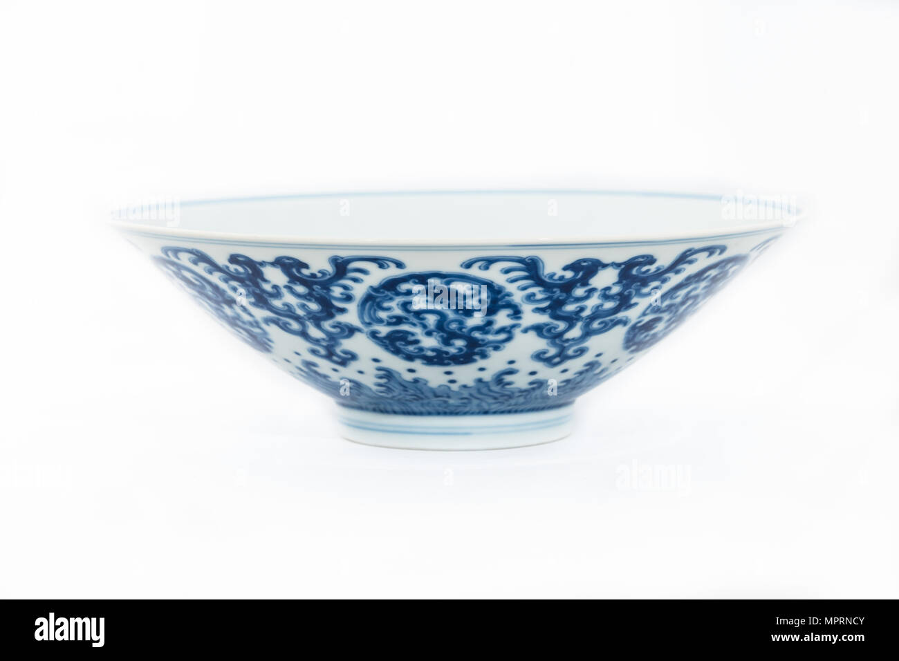 Blue and white bowl with kui dragon medallions, 1723-1735. Artist: Unknown. - Stock Image