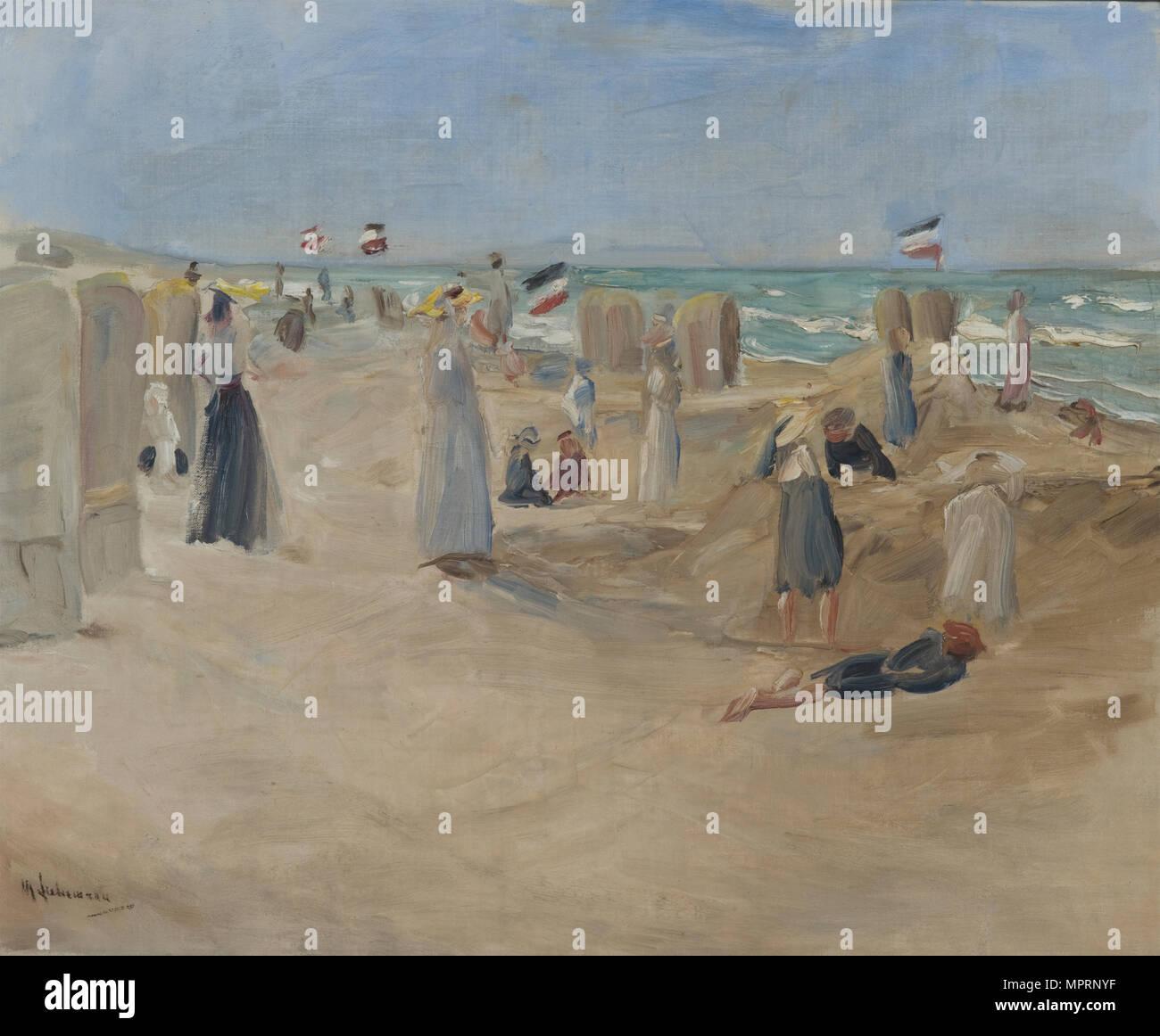 On the beach at Noordwijk, 1908. - Stock Image