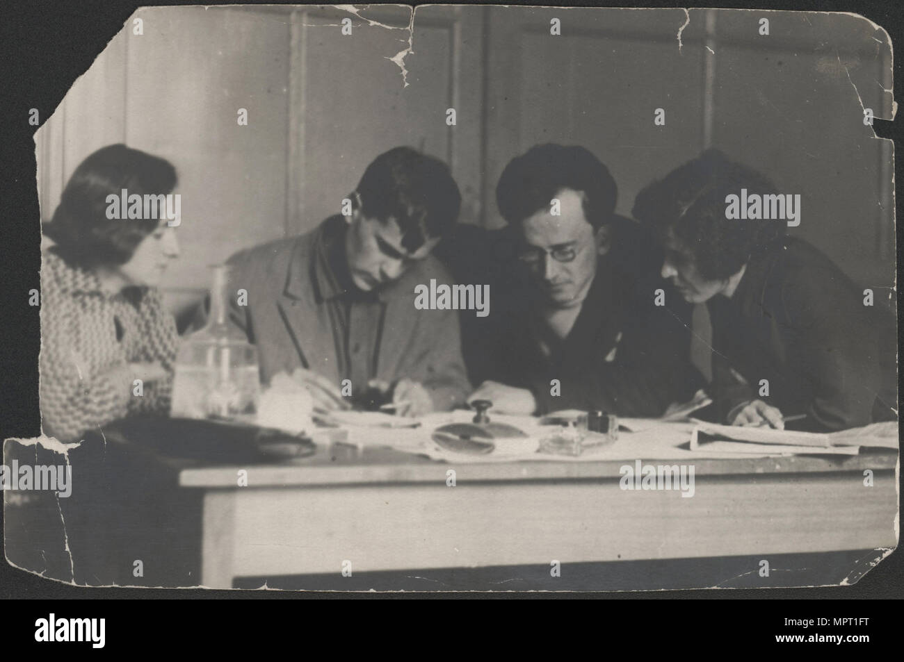 Varlam Shalamov and Arkady Shumsky at the editorial office Za udarnichestvo, 1932. - Stock Image