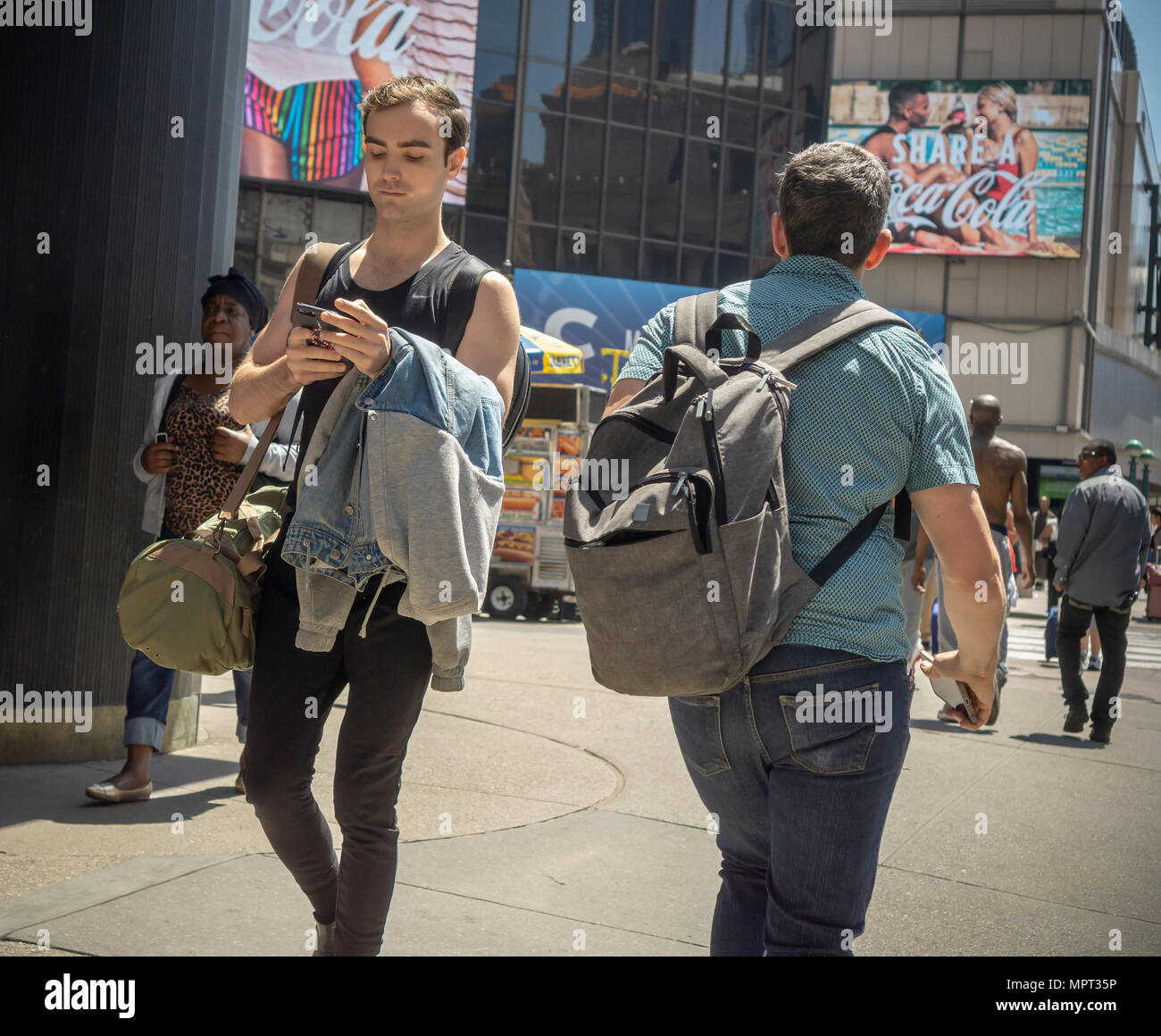 A distracted millennial, engrossed in his smartphone, in New York on Monday, May 21, 2018.  (© Richard B. Levine) - Stock Image