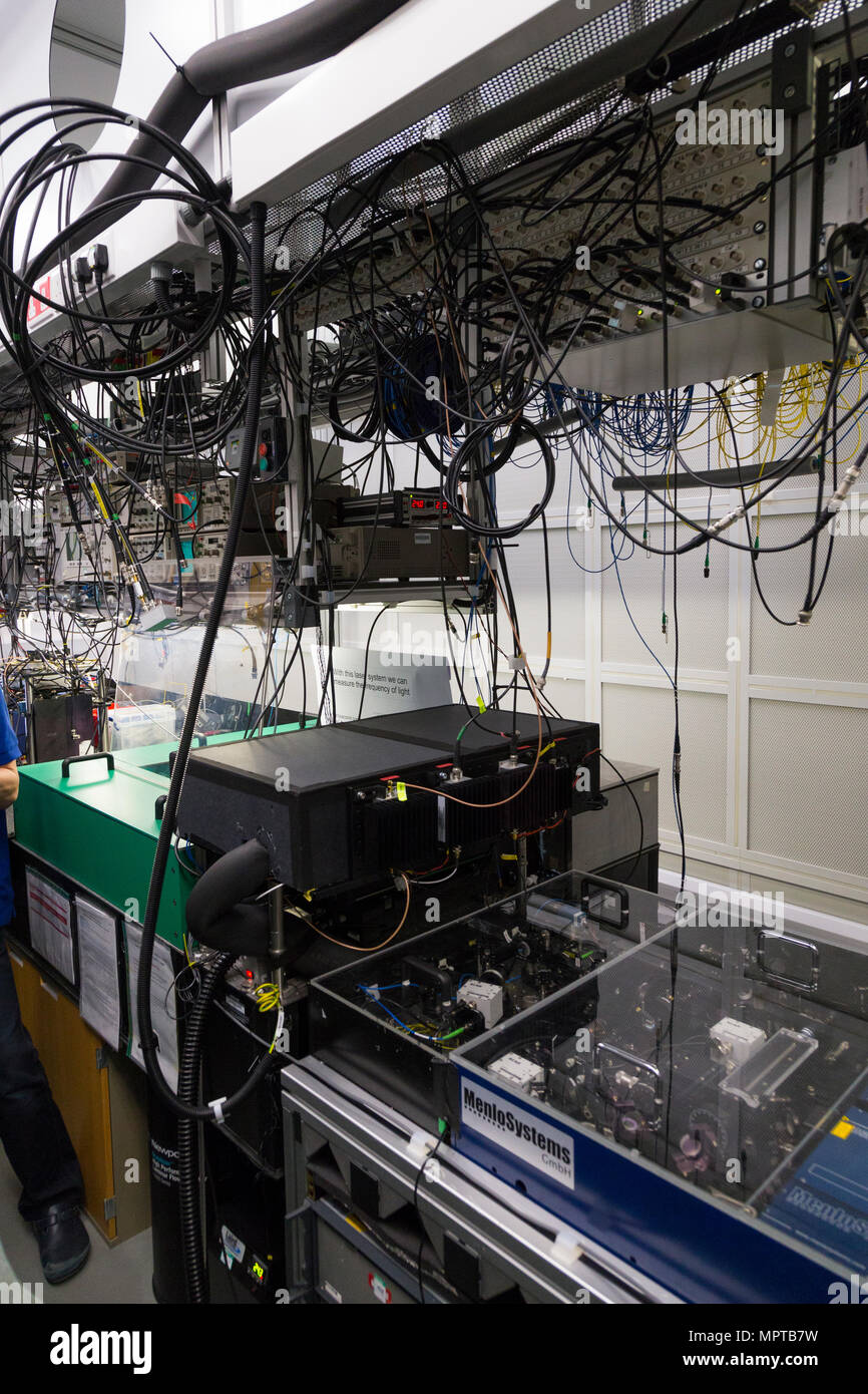 Femtosecond Optical Frequency Combs, and its room, at the National Physical Laboratory –NPL–Teddington, UK. (97) - Stock Image