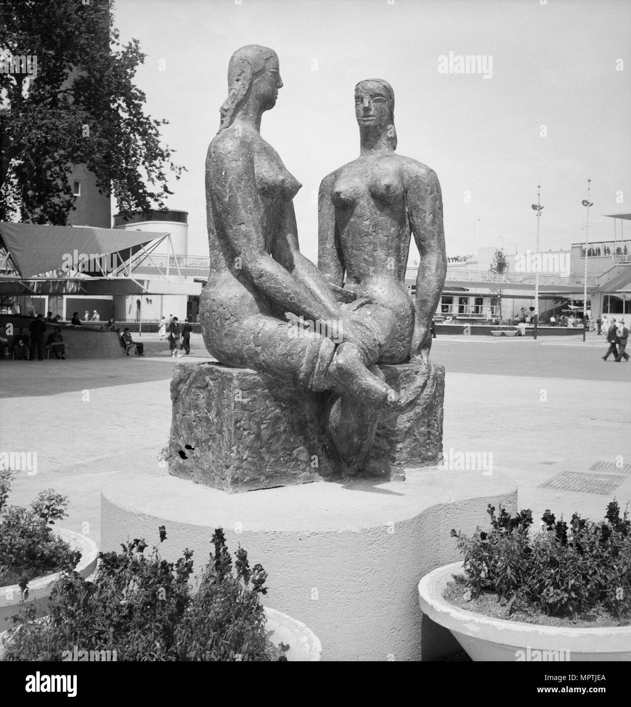 'London Pride', sculpure by Frank Dobson, Festival of Britain, South Bank, Lambeth, London, 1951. Artist: MW Parry. - Stock Image