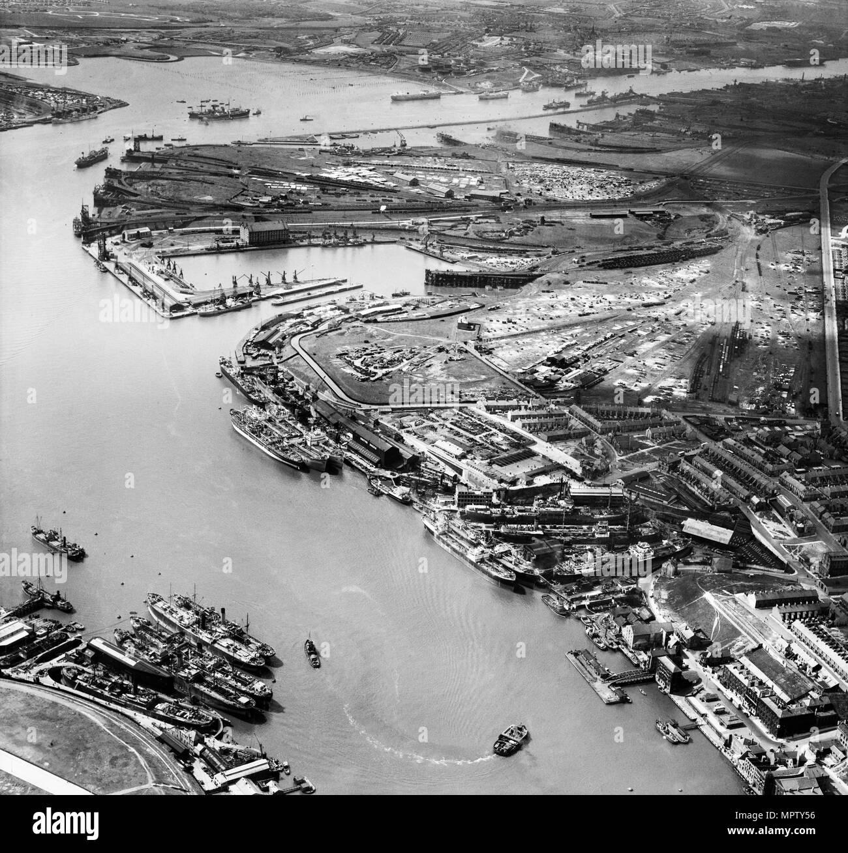 Smith's Docks, Bull Ring Graving Docks and Albert Edward Dock, North Shields, Tyneside, 1947. Artist: Aerofilms. - Stock Image