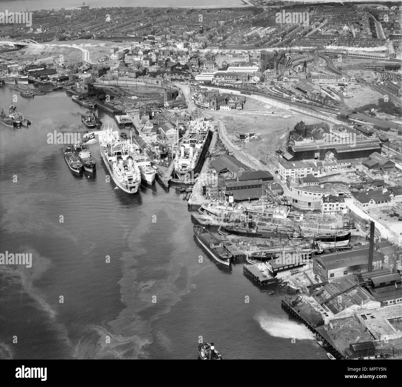 Middle Docks & Engineering Co Ltd Ship Repair Yard, Middle Docks, South Shields, Tyneside, 1947. Artist: Aerofilms. - Stock Image