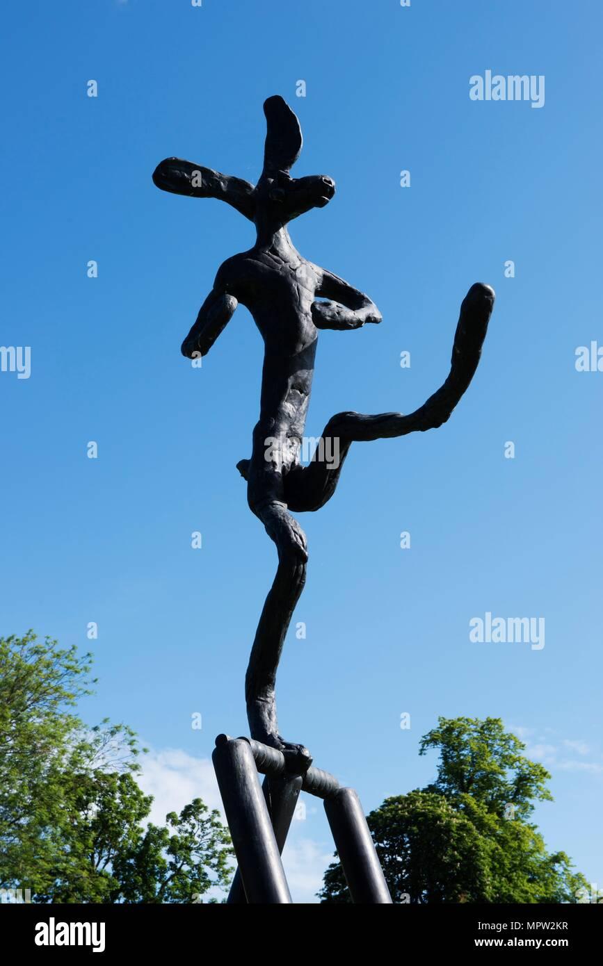 'The Cricketer', sculpture by Barry Flanagan, Jesus College, Cambridge, Cambridgeshire, 2015. Artist: James O Davies. - Stock Image