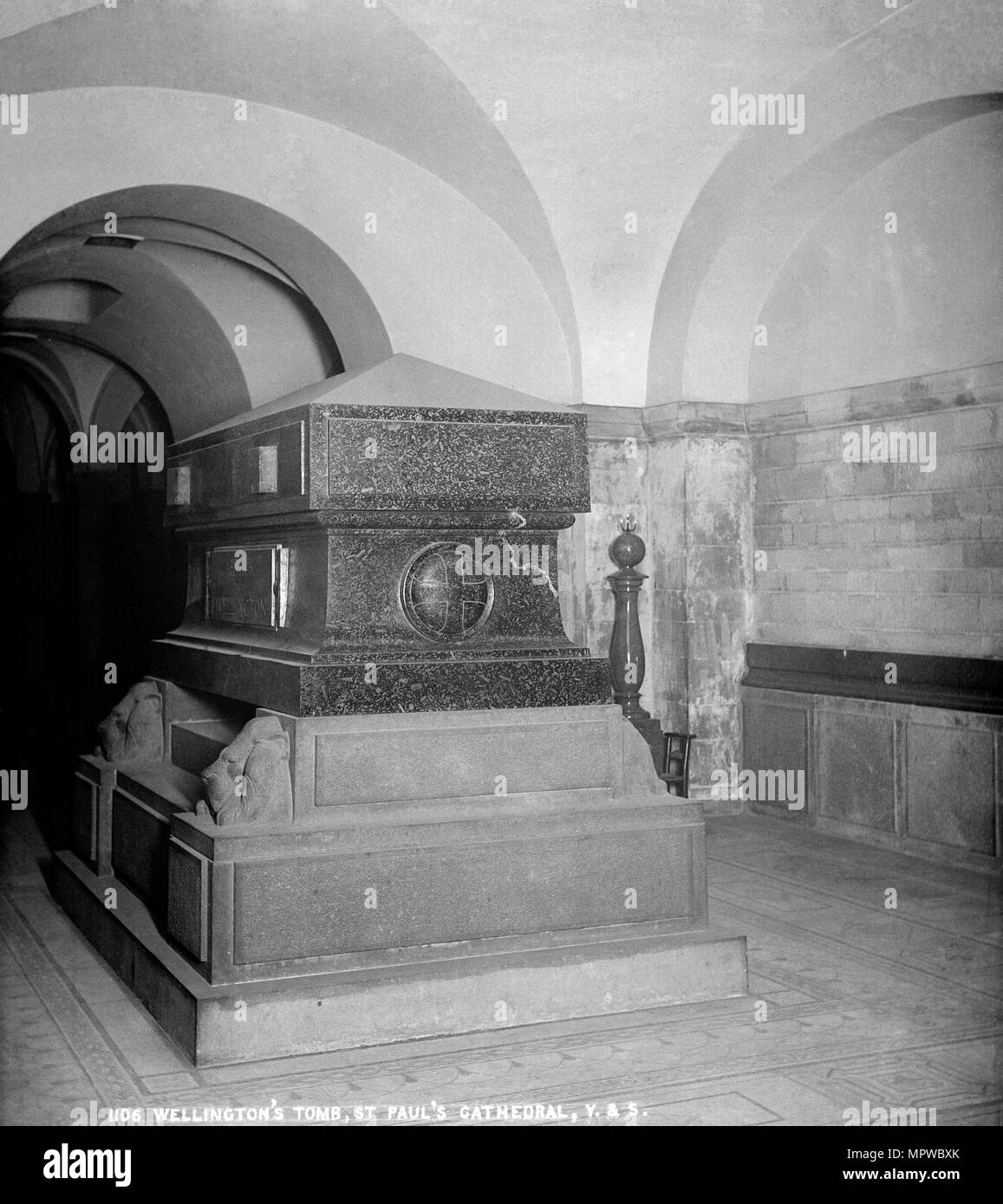 Duke of Wellington's tomb, St Paul's Cathedral, City of London, 1870-1900. Artist: York & Son. - Stock Image
