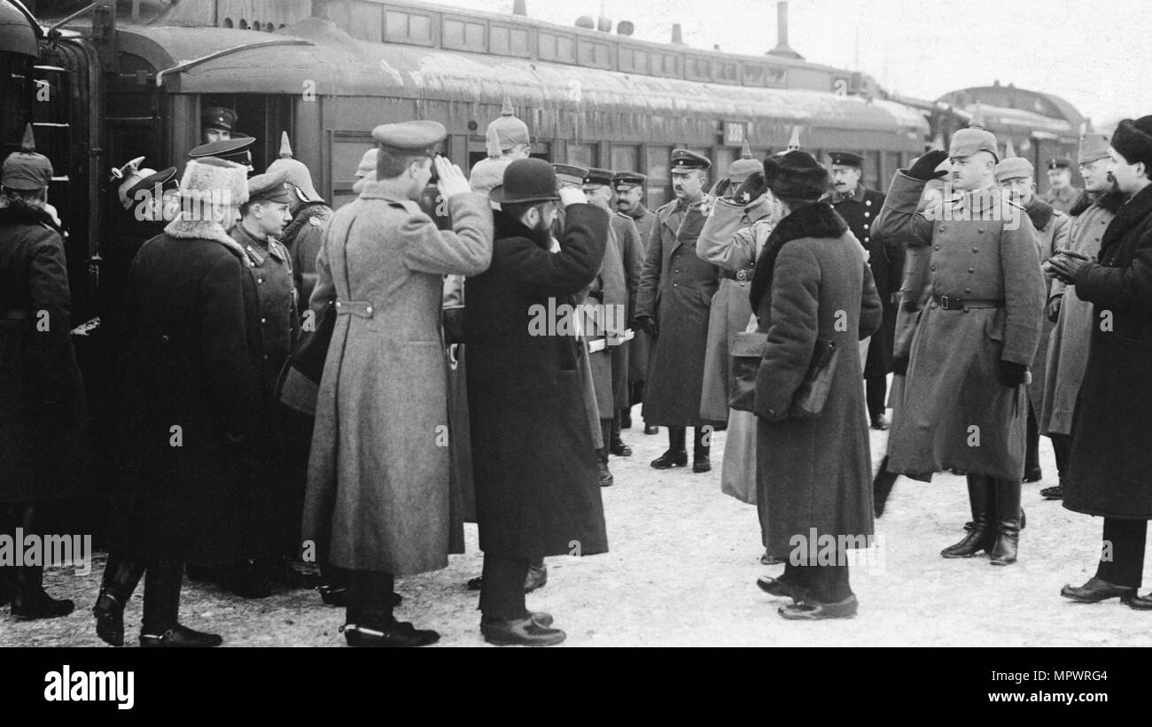 Meeting of Russian and Austro-Hungarian Military Officers in Brest-Litovsk, 1918, 1918. - Stock Image