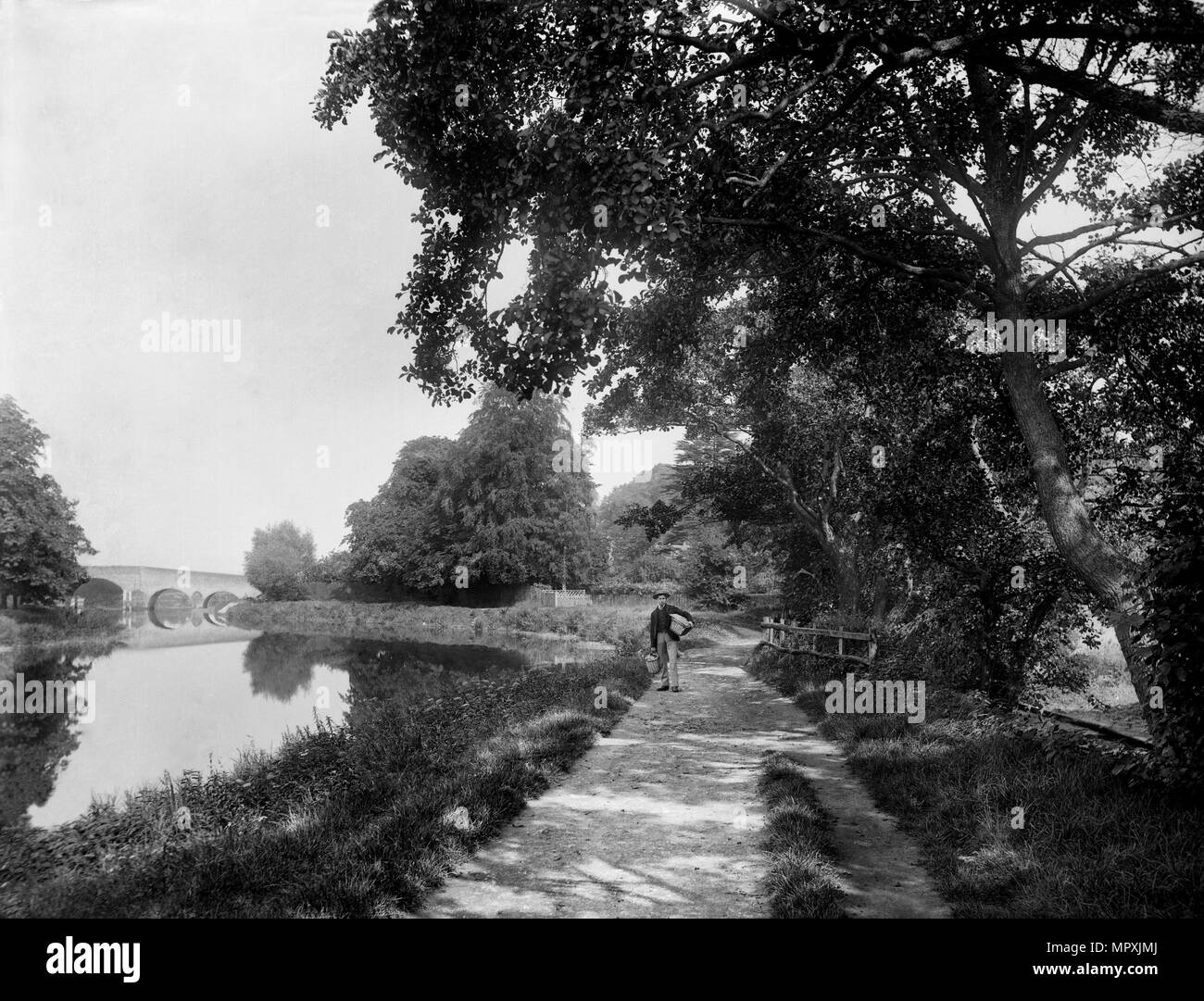 Towpath beside the River Thames, near Sonning, Berkshire, 1885. Artist: Henry Taunt. - Stock Image