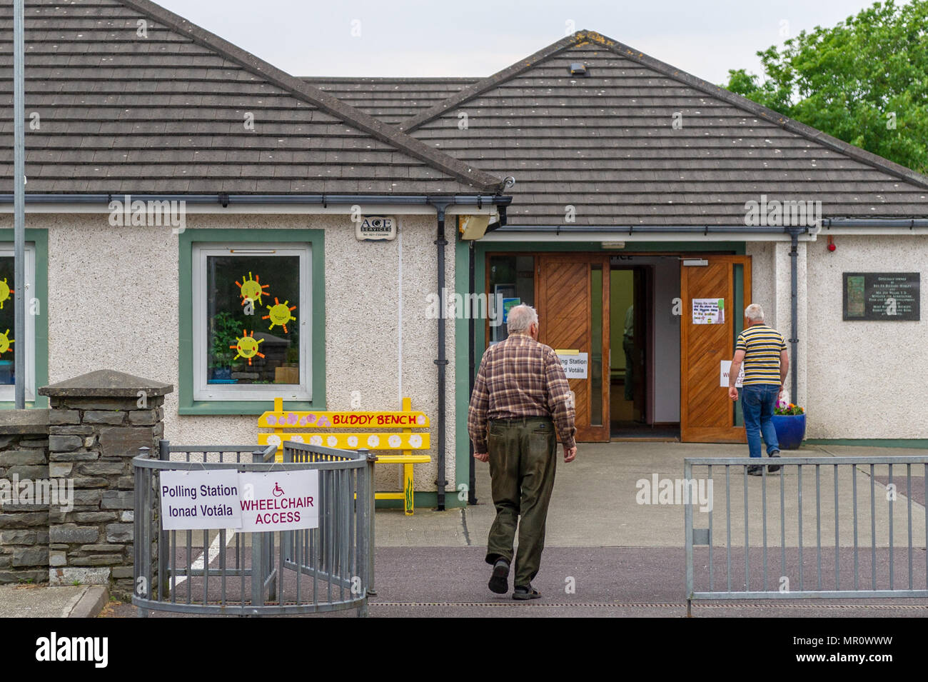 Schull Ireland 25th May 2018 Today Is Referendum Day On The Eighth Amendment Of The Constitution Act 1983 Which Bans Mothers From Having Abortions The Vote Today Is Whether To Retain Or