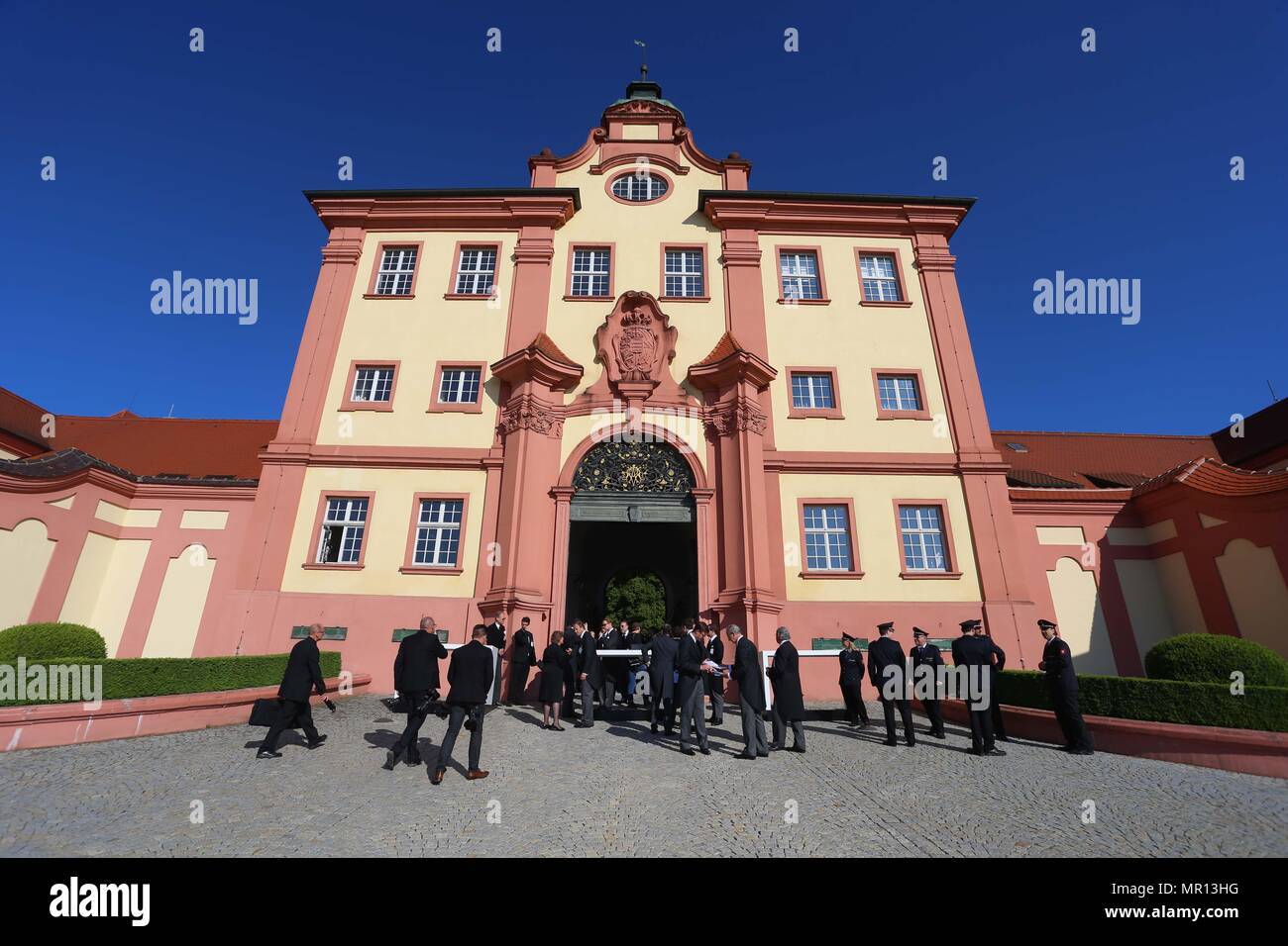 25 May 2018, Germany, Altshausen: Funeral guests arrive at the palace. Photo: Karl-Josef Hildenbrand/dpa Credit: dpa picture alliance/Alamy Live News - Stock Image