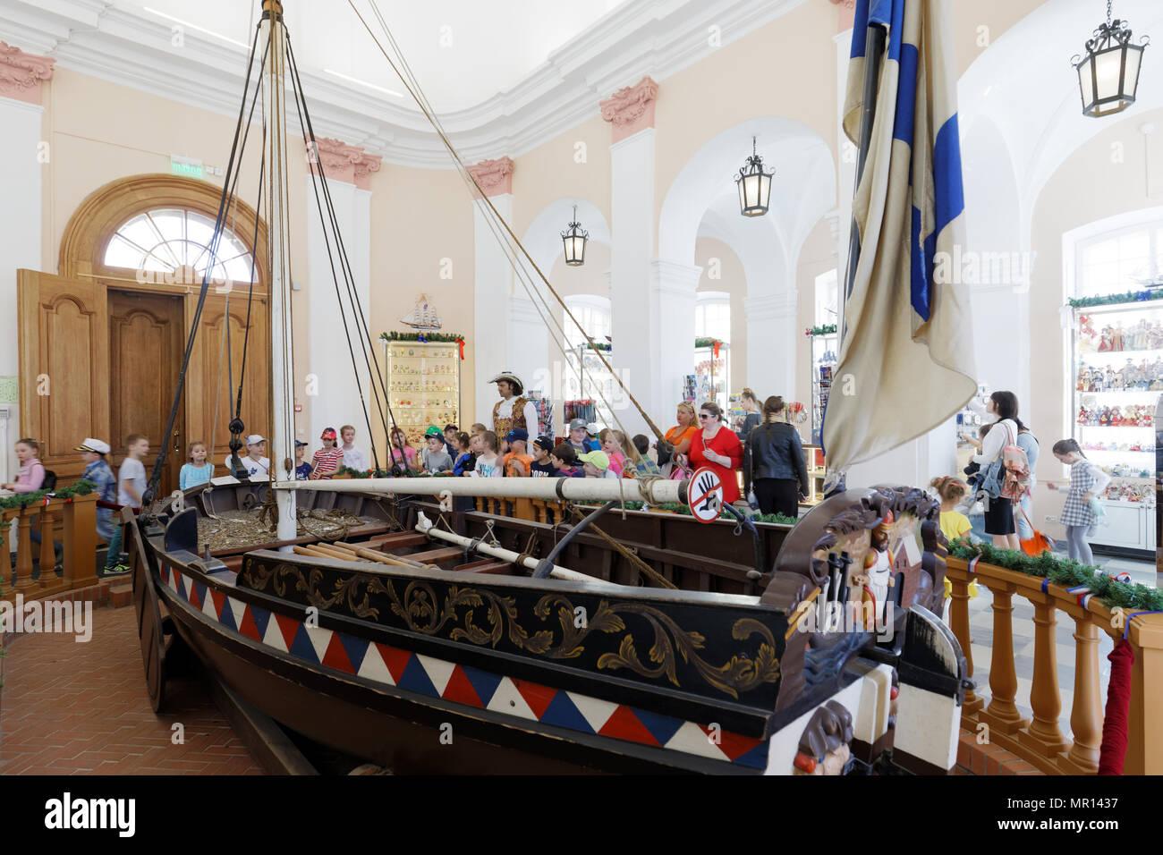 St. Petersburg, Russia, 25th May, 2018. Children in the Boathouse in St. Peter and Paul fortress in the first day of school vacation. The Boathouse houses the ticket offices for visiting St. Peter and Paul cathedral - Stock Image