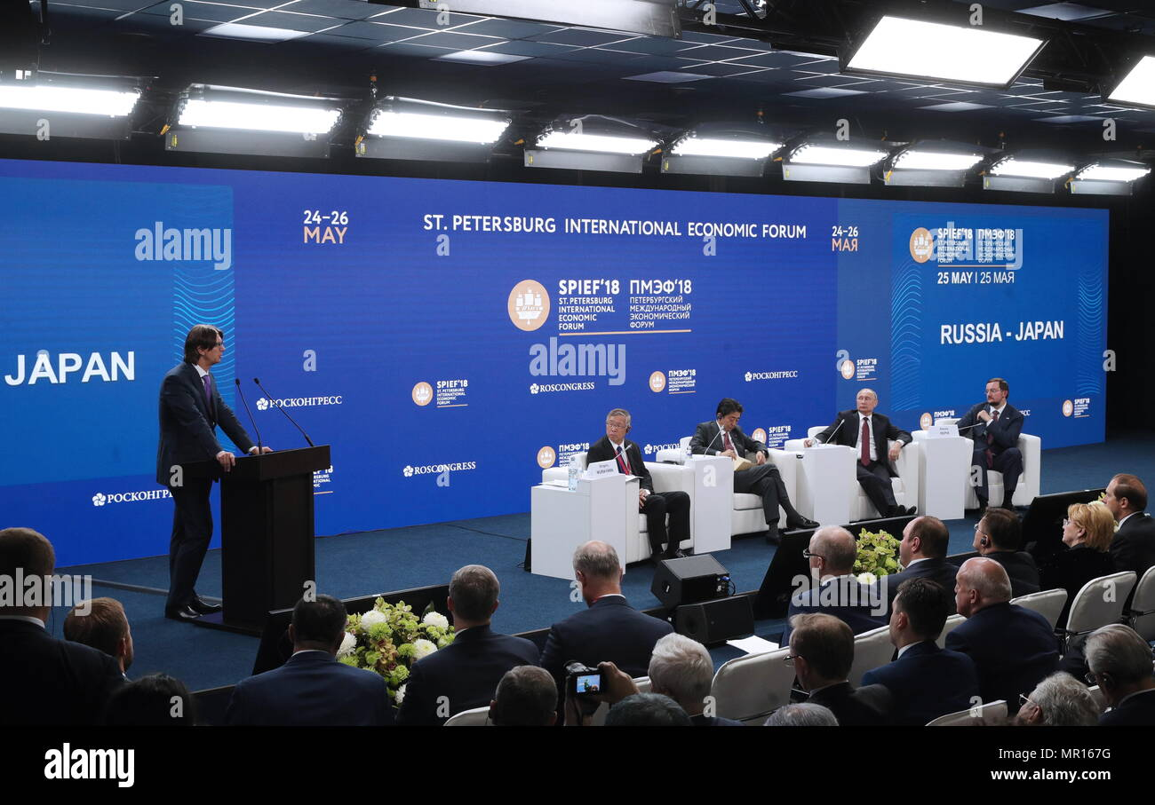 "ST PETERSBURG, RUSSIA - MAY 25, 2018: The Director General of Sollers, Vadim Shvetsov (L standing), the President of the Japan Association for Trade with Russia & New Independent States (ROTOBO), Chairman of the Board at Kawasaki Heavy Industries, Shigeru Murayama (4th R), Japan's Prime Minister Shinzo Abe (3rd R), Russia's President Vladimir Putin (2nd R), the President of the all-Russian public organisation Business Russia (Delovaya Rossiya), Alexei Repik (R) at the ""Russia - Japan"" session on Day 2 of the 22nd St Petersburg International Economic Forum at the ExpoForum Exhibition Centre. Se Stock Photo"