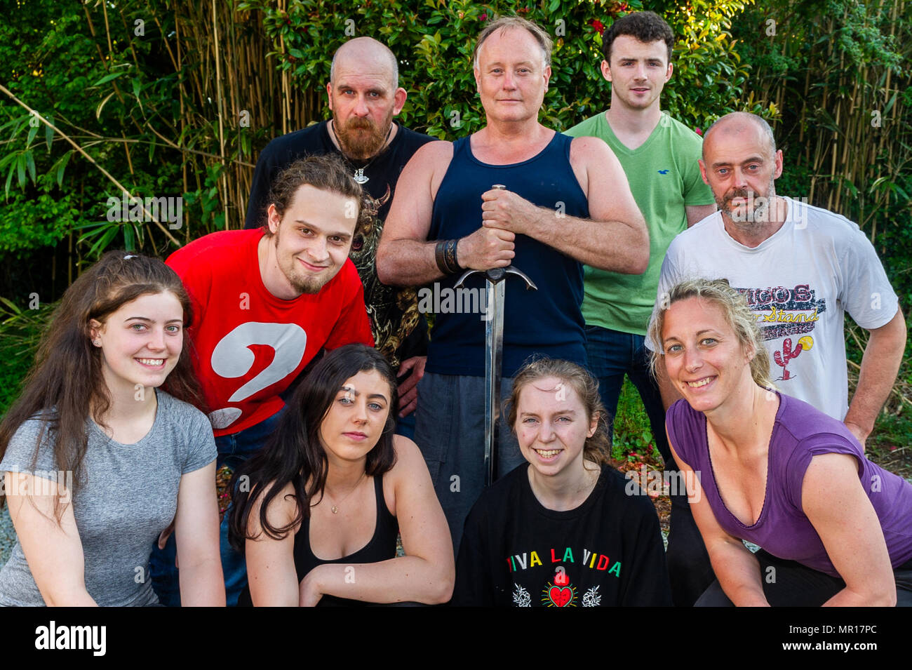 Schull, Ireland. 25th May 2018. Film stunt actor Peter Dillon (holding sword) and fellow stunt actor Caroline Simonnet (bottom right) are pictured with the workshop attendees after their practical stunt workshop called: 'The Dynamics of Sword Fighting for Camera'.  The festival runs until Sunday. Credit: Andy Gibson/Alamy Live News. - Stock Image