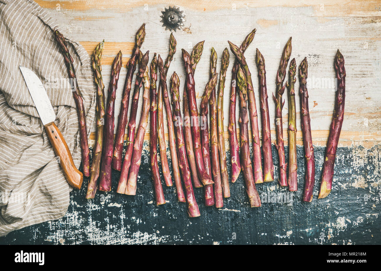 Raw uncooked purple asparagus - Stock Image