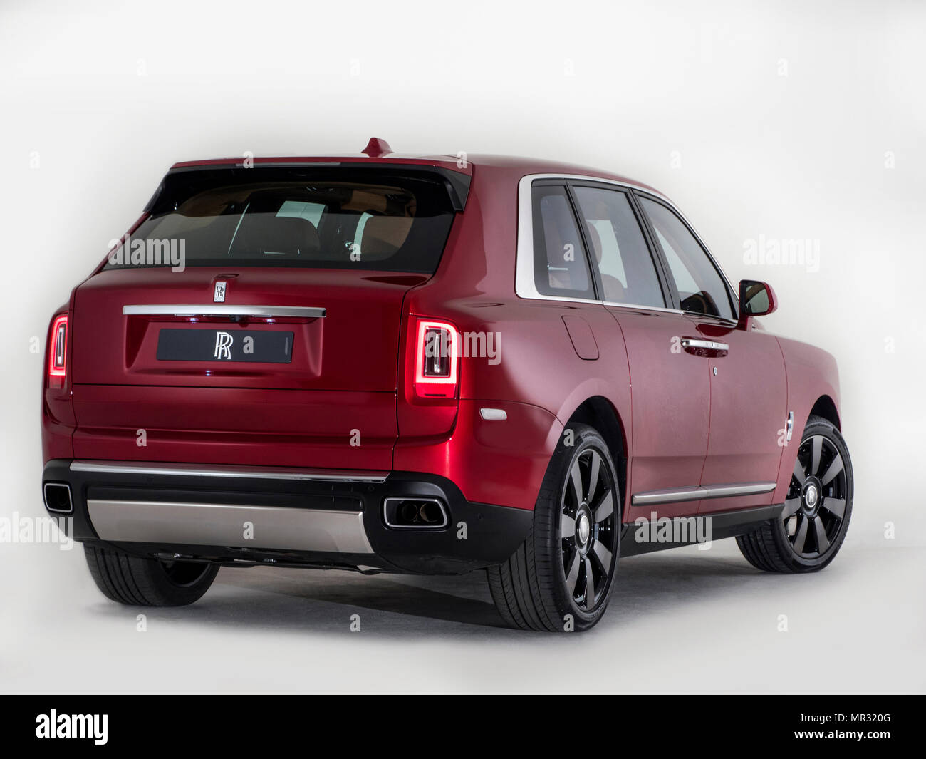 rolls royce cullinan suv 2018 stock photo 186308208 alamy. Black Bedroom Furniture Sets. Home Design Ideas