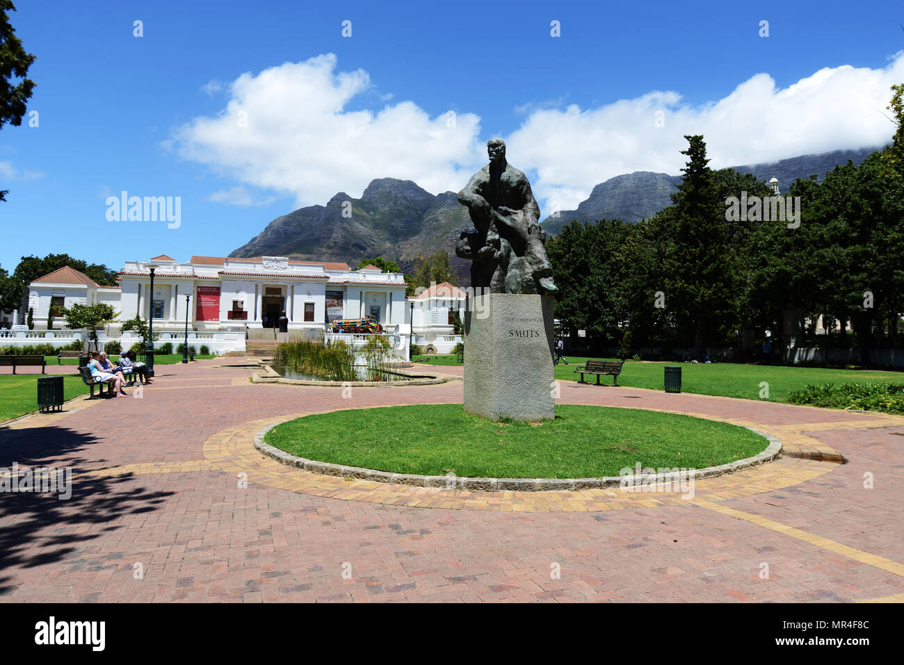 Statue of Jan Christiaan Smuts and the South African National Gallery behind it. - Stock Image