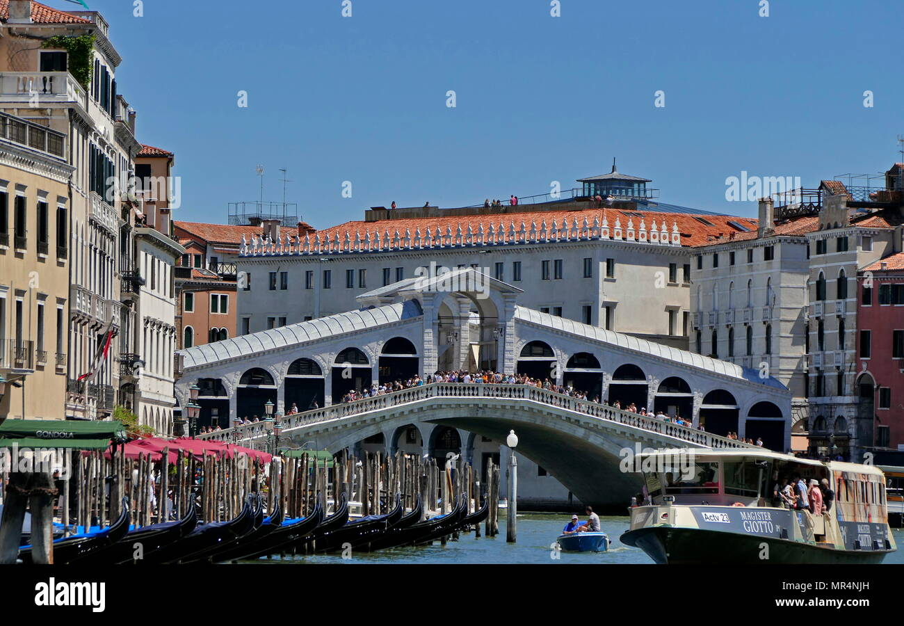 The Rialto Bridge (Ponte di Rialto), spanning the Grand Canal in Venice, Italy. It is the oldest bridge across the canal, and was the dividing line for the districts of San Marco and San Polo. The present stone bridge, a single span designed by Antonio da Ponte, was finally completed in 1591. - Stock Image