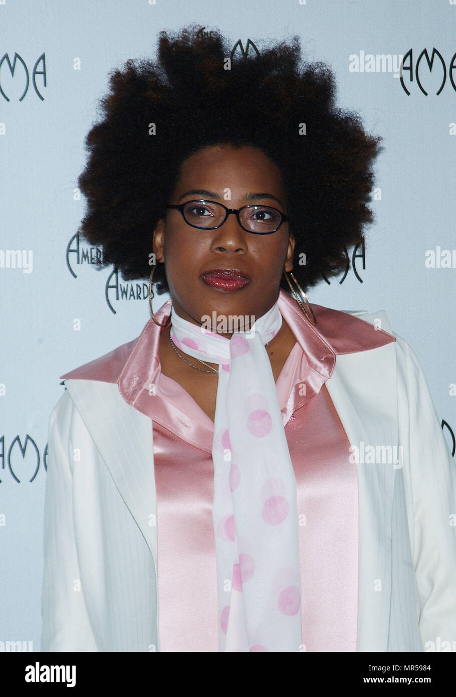 Macy Gray presenting the nominees at the American Music Awards at the Beverly Hills Hotel in Los Angeles. September 16, 2003.GrayMacy_10 Red Carpet Event, Vertical, USA, Film Industry, Celebrities,  Photography, Bestof, Arts Culture and Entertainment, Topix Celebrities fashion /  Vertical, Best of, Event in Hollywood Life - California,  Red Carpet and backstage, USA, Film Industry, Celebrities,  movie celebrities, TV celebrities, Music celebrities, Photography, Bestof, Arts Culture and Entertainment,  Topix, headshot, vertical, one person,, from the year , 2003, inquiry tsuni@Gamma-USA.com - Stock Image
