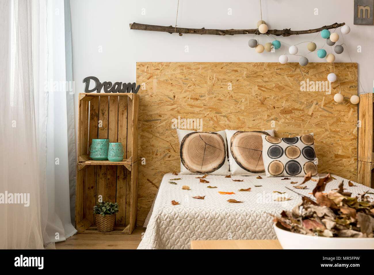 Interior Design Fai Da Te cozy bedroom in autumnal tones with double bed and wooden