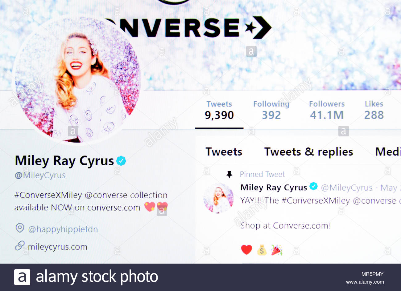Miley Ray Cyrus Twitter page (2018) - Stock Image