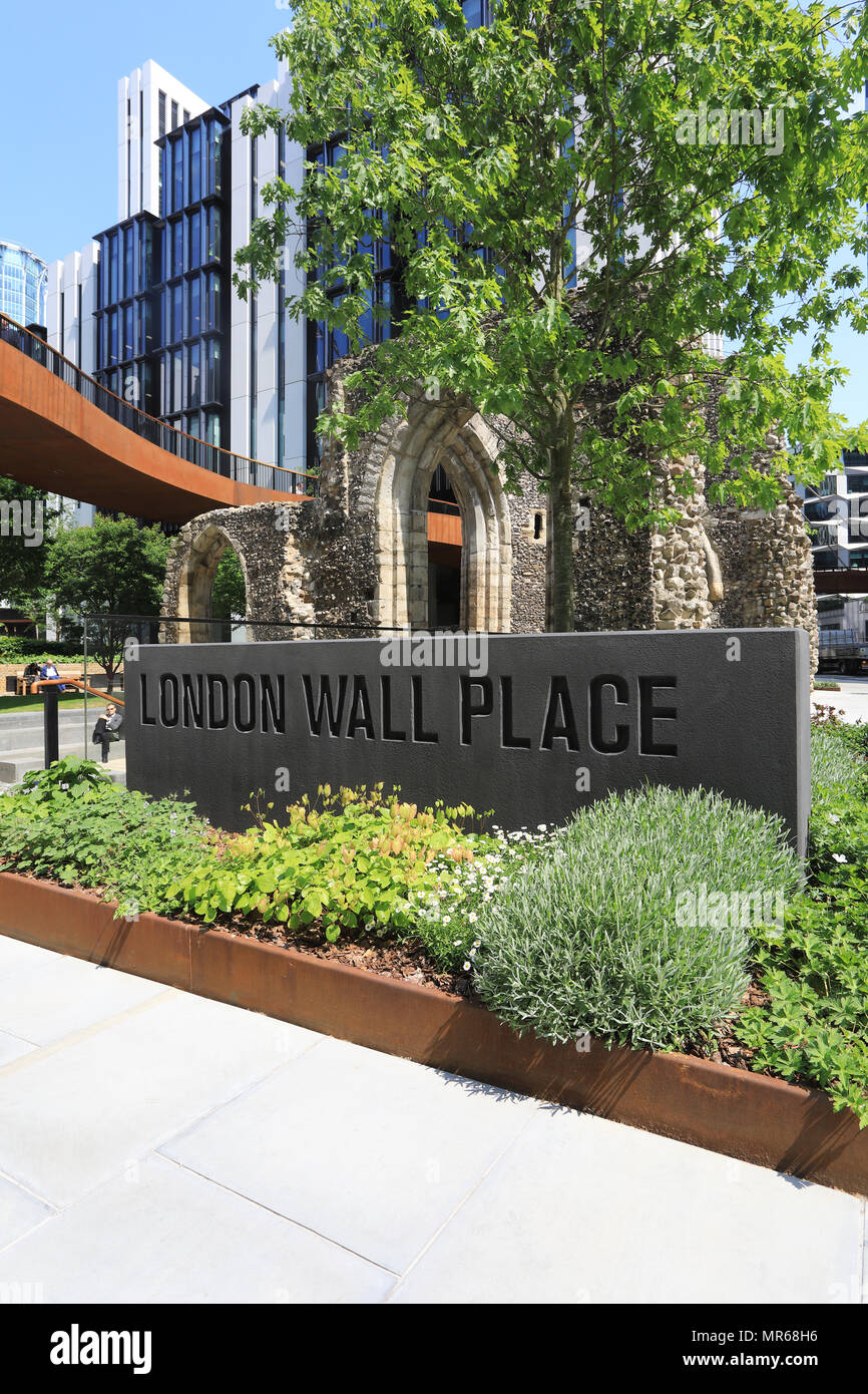 London Wall Place, a new landscaped area in the City of London, incorporating St Alphage church remains and a section of the original London Wall. - Stock Image