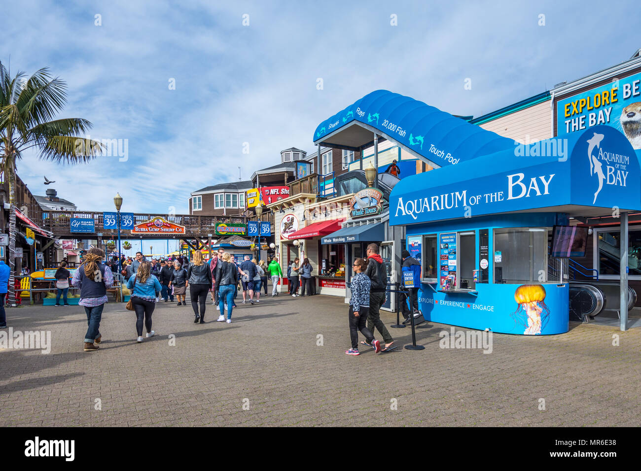 Shops, boutiques and cafes on Fisherman's Wharf, San Francisco, CA, USA. - Stock Image