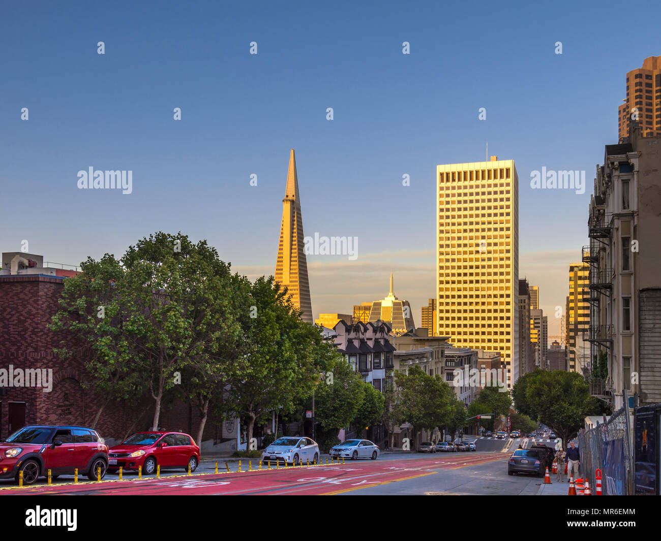 Sunset on the Transamerica Building skyscraper, San Francisco, CA, USA. - Stock Image
