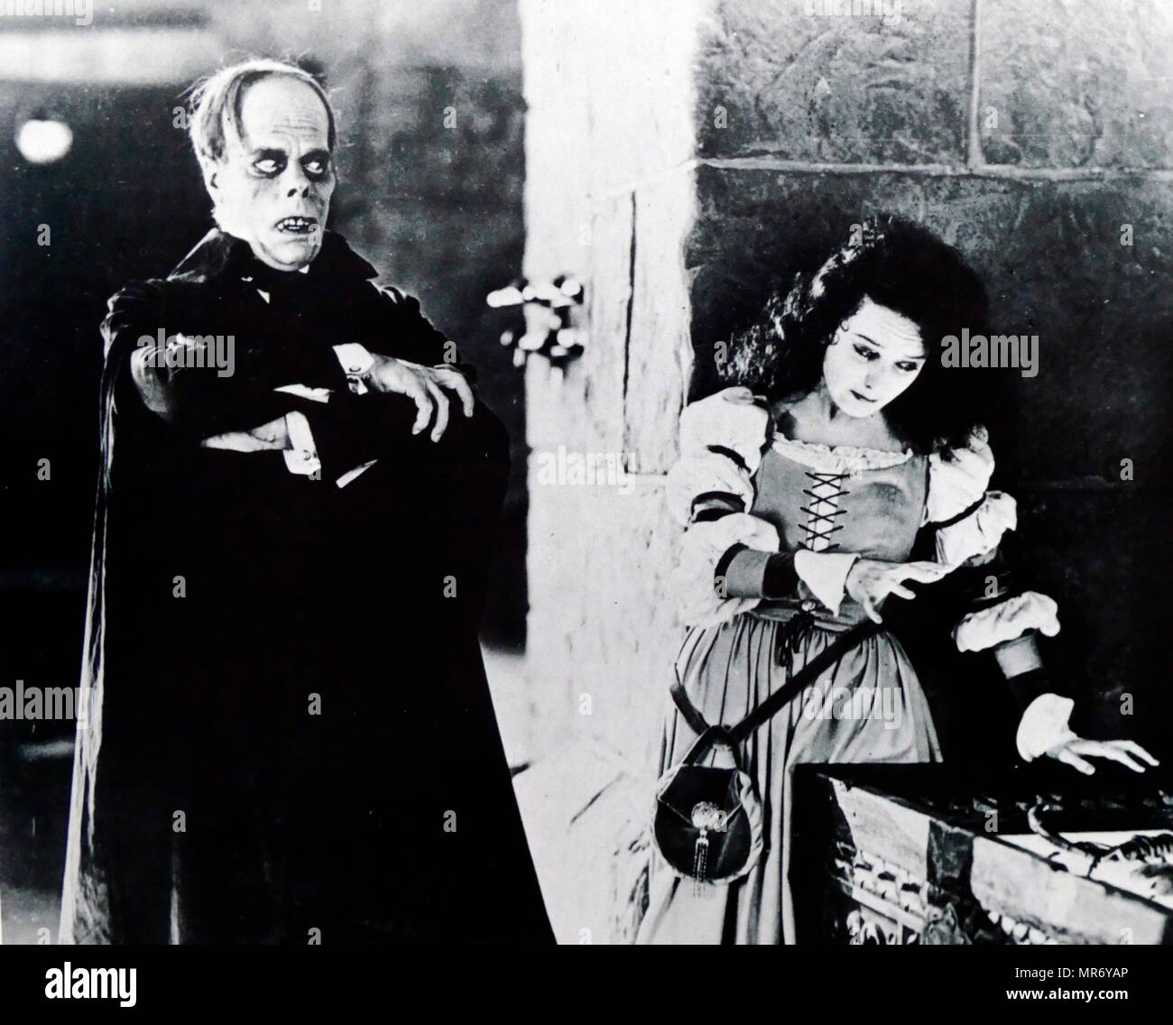 Lon Chaney and Mary Philbin in 'The Phantom of the Opera' a 1925 American silent horror film adaptation of Gaston Leroux's 1910 novel, directed by Rupert Julian and starring Lon Chaney, Sr. in the title role. Lon Chaney (1883 – 1930); American stage and film actor, make-up artist, director and screenwriter. renowned for his characterizations of tortured, often grotesque and afflicted characters, and his ground-breaking artistry with makeup. Mary Loretta Philbin (1902 – 1993); American film actress of the silent film era - Stock Image