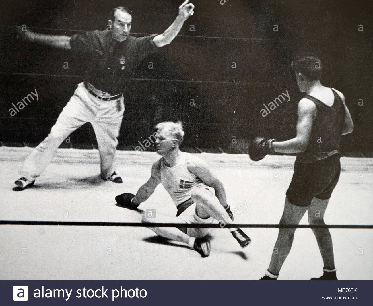 Photograph of David Daniel Carstens (1914 - 1955) from South Africa fighting Peter Oscar Jørgensen (1907 - 1992) from Denmark at the 1932 Olympic games. David Daniel Carstens takes gold in the Light Heavyweight division. - Stock Image