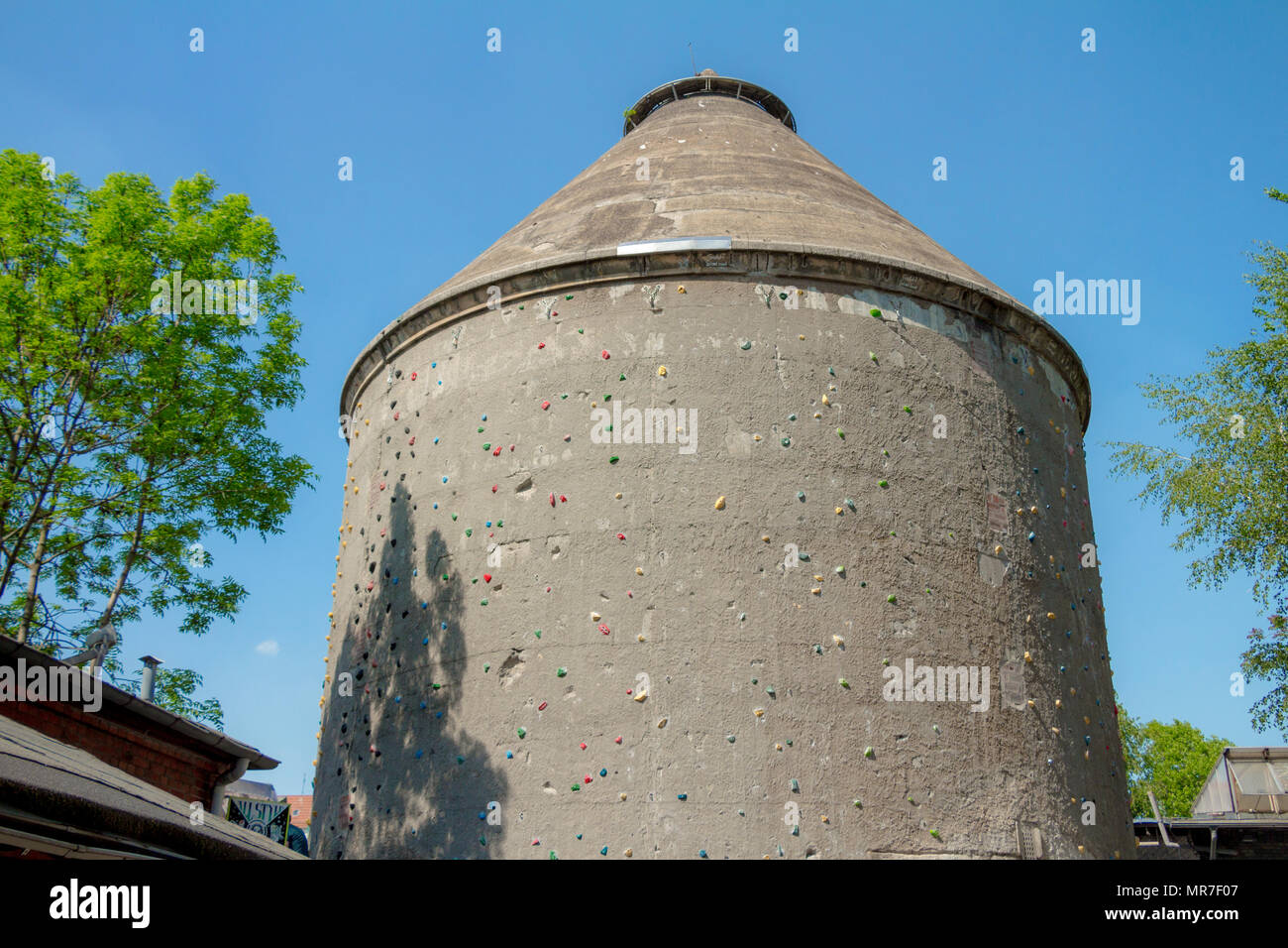 Climbing Wall on an old building in Kulturzentrum RAW Tempel at the city of berlin. - Stock Image