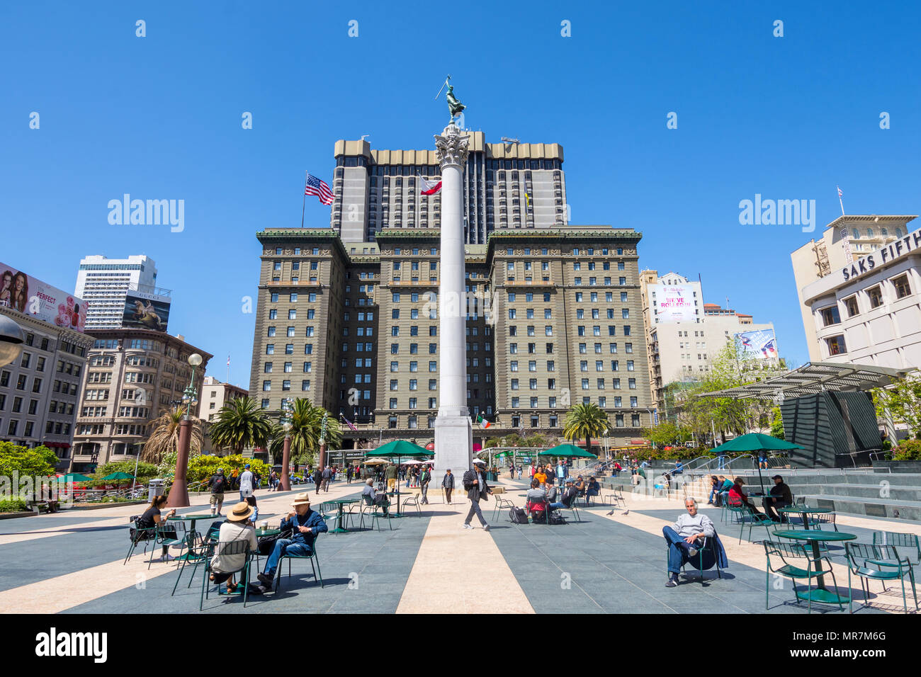 City dwellers relaxing in Union Square, San Francisco, CA, USA. - Stock Image