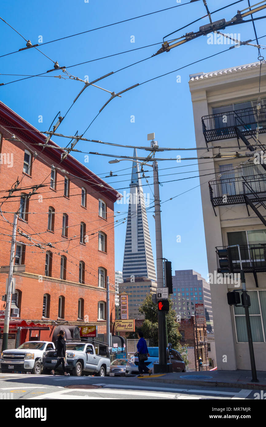 Transamerica Building from Chinatown, San Francisco, CA, USA. - Stock Image