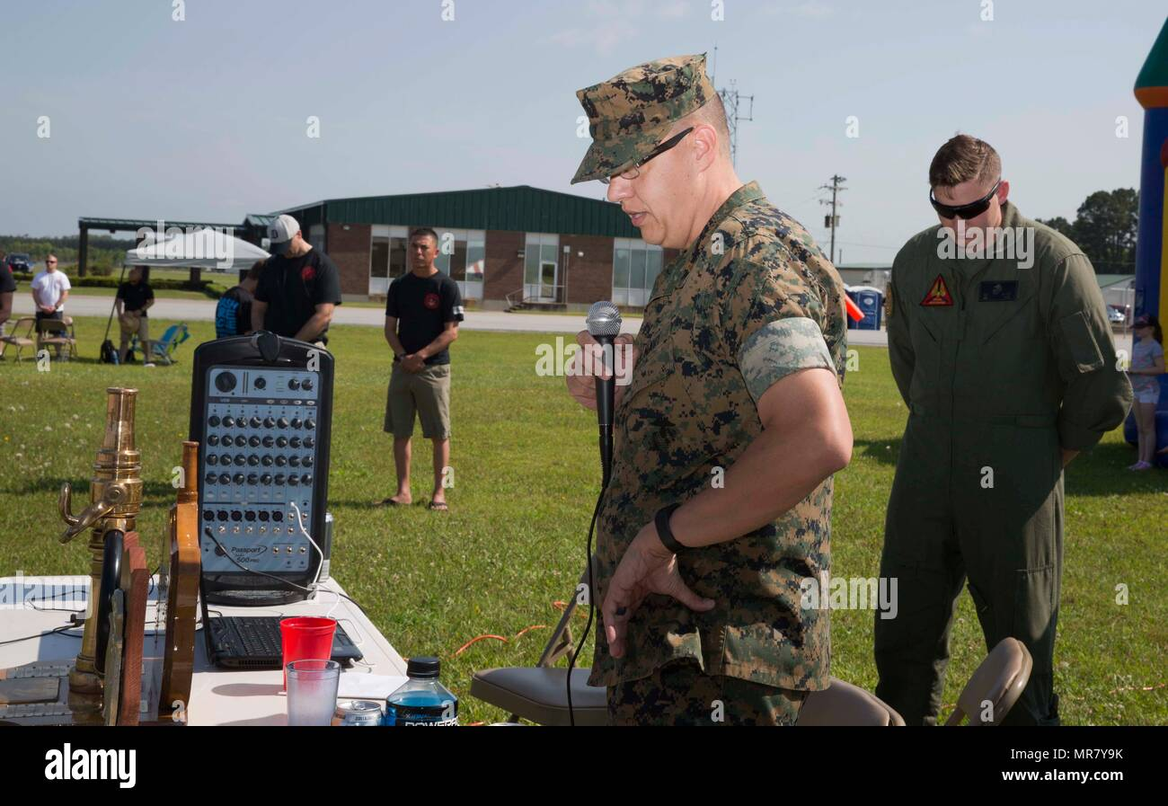 Flightline Rodeo Stock Photos Images Alamy Bundling 1 Navy M Us Lt Jg Jeffrey Tagert Deputy Chaplain Headquarters And Squadron
